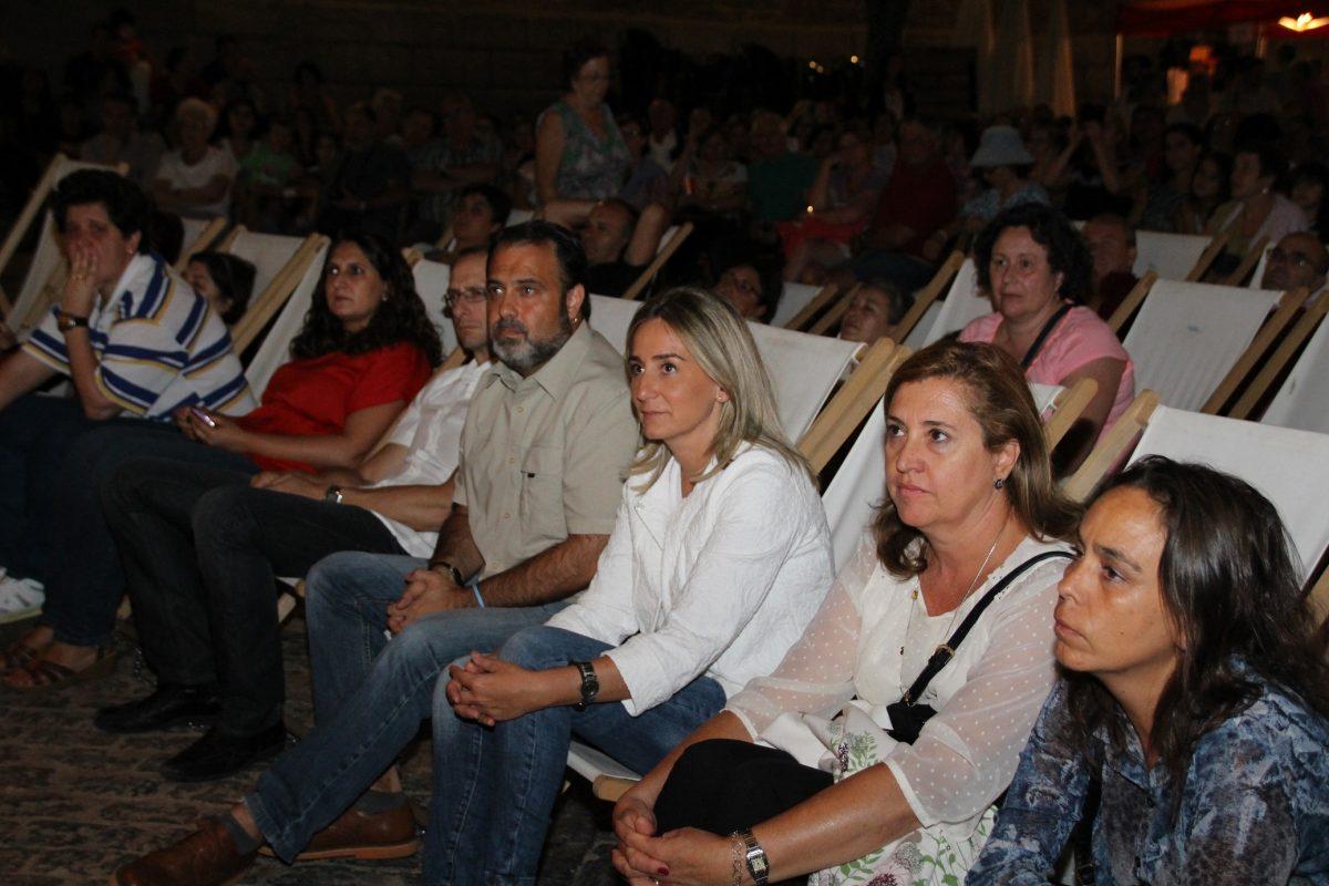 Tolón y miembros del equipo de Gobierno disfrutan del concierto de Cantigas de Sefarad