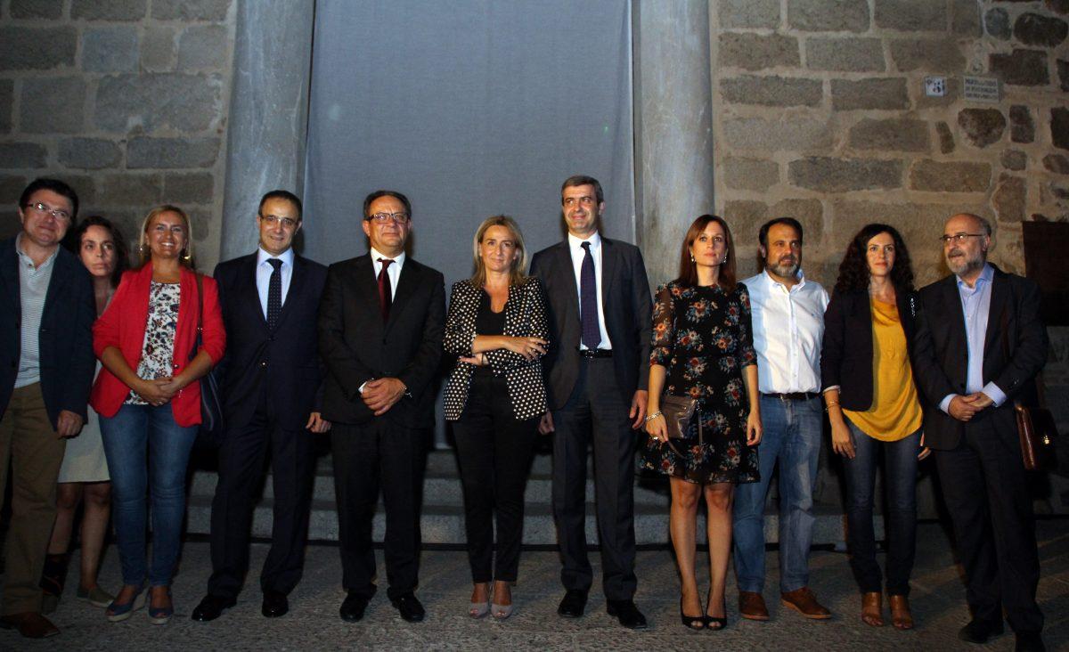 """https://www.toledo.es/wp-content/uploads/2015/09/luz-geco-fuensalida-1200x732.jpg. La alcaldesa apuesta en la inauguración de Luz Greco Toledo 2015 por """"una ciudad que luzca todos los meses del año"""""""