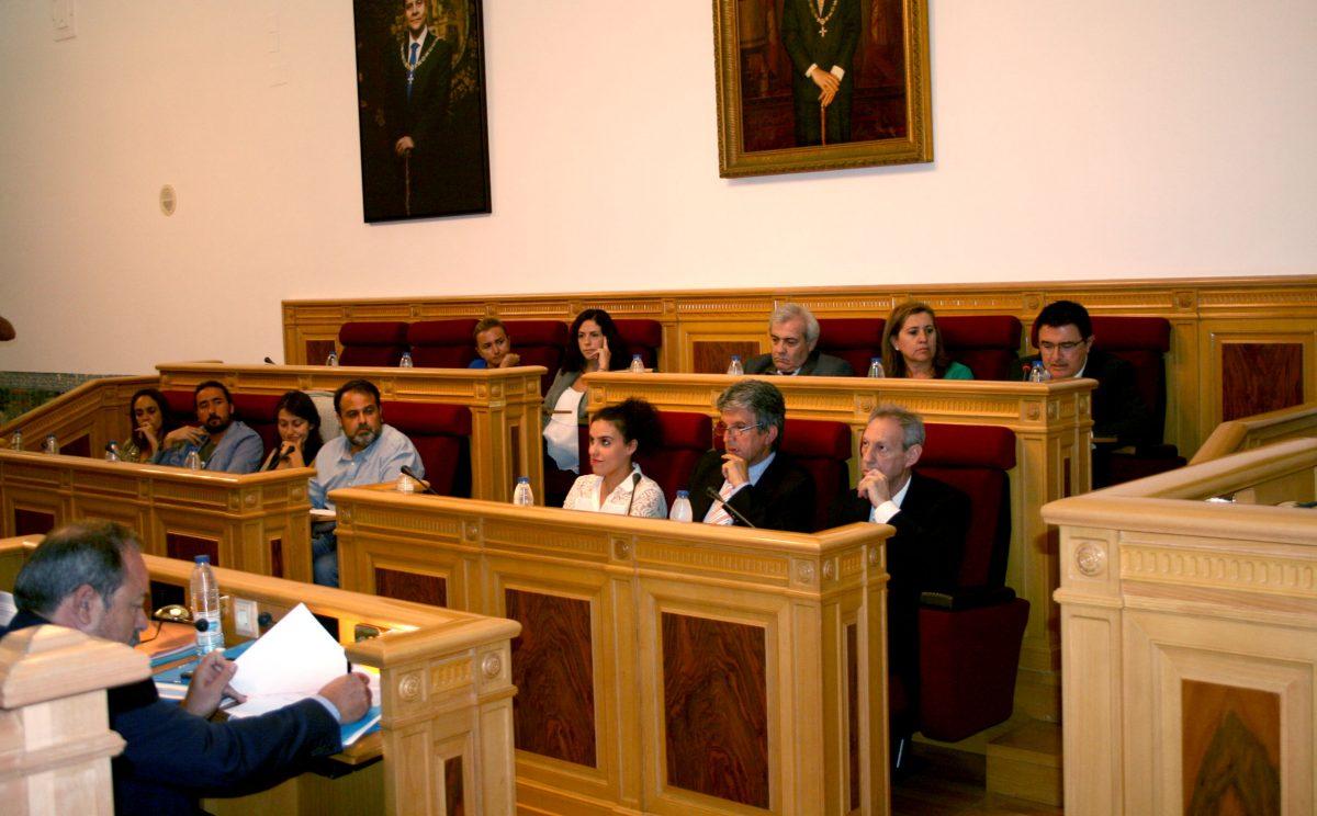El Pleno aprueba con el respaldo de todos los grupos la adhesión de Toledo a la red de ciudades-refugio para acoger a desplazados
