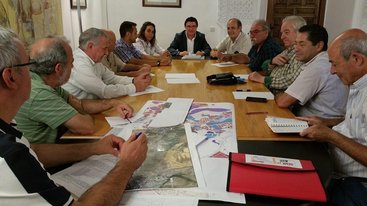 """https://www.toledo.es/wp-content/uploads/2015/10/20151005_174642-1200x675.jpg. El equipo de Gobierno aspira a tener """"el máximo consenso posible"""" con los ciudadanos en la elaboración del nuevo POM"""