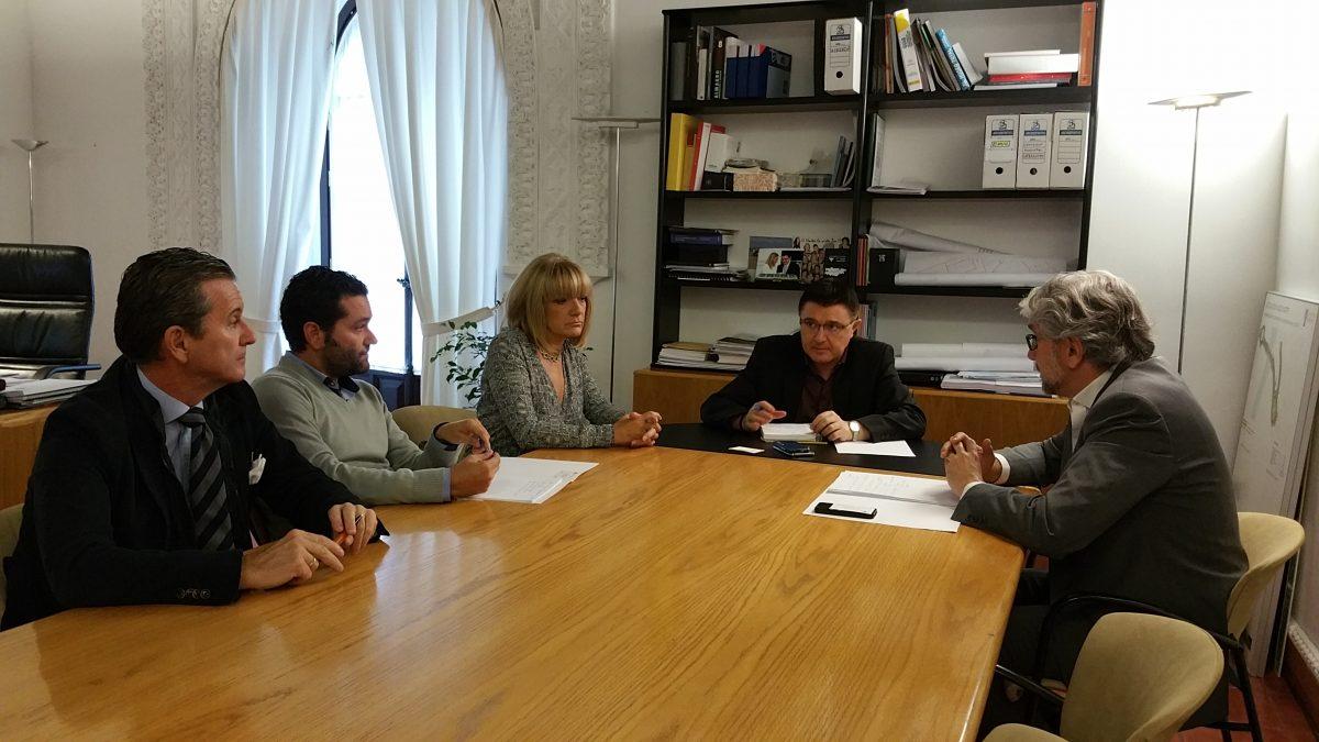 https://www.toledo.es/wp-content/uploads/2015/10/20151016_104831-1-1200x675.jpg. El concejal de Urbanismo se reúne con la demarcación de Toledo del Colegio Oficial de Arquitectos de Castilla-La Mancha