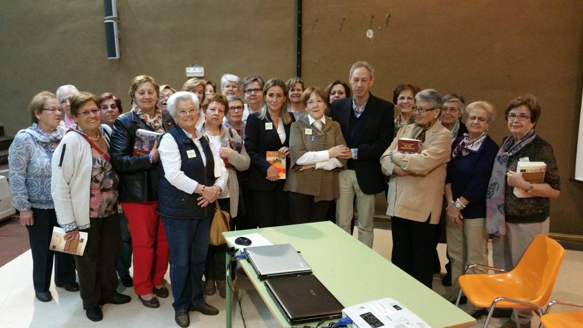 """https://www.toledo.es/wp-content/uploads/2015/10/20151023_110735-1200x675.jpg. La alcaldesa destaca el papel de las bibliotecas como """"instrumento para la mejora de la formación y de la convivencia"""""""