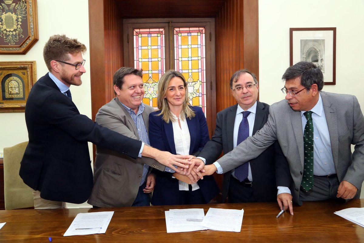 https://www.toledo.es/wp-content/uploads/2015/10/actas_deslindes02-1200x800.jpg. Concluyen los trabajos de deslinde del término municipal de Toledo con la firma de las actas con la localidad de Cobisa