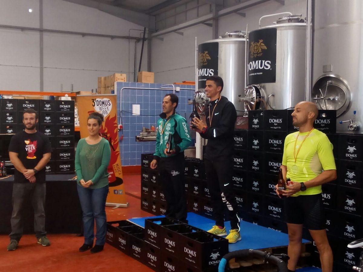 https://www.toledo.es/wp-content/uploads/2015/10/img-20151011-wa0006-1200x900.jpg. Sandoval participa en la entrega de trofeos de la 'Running Domus'