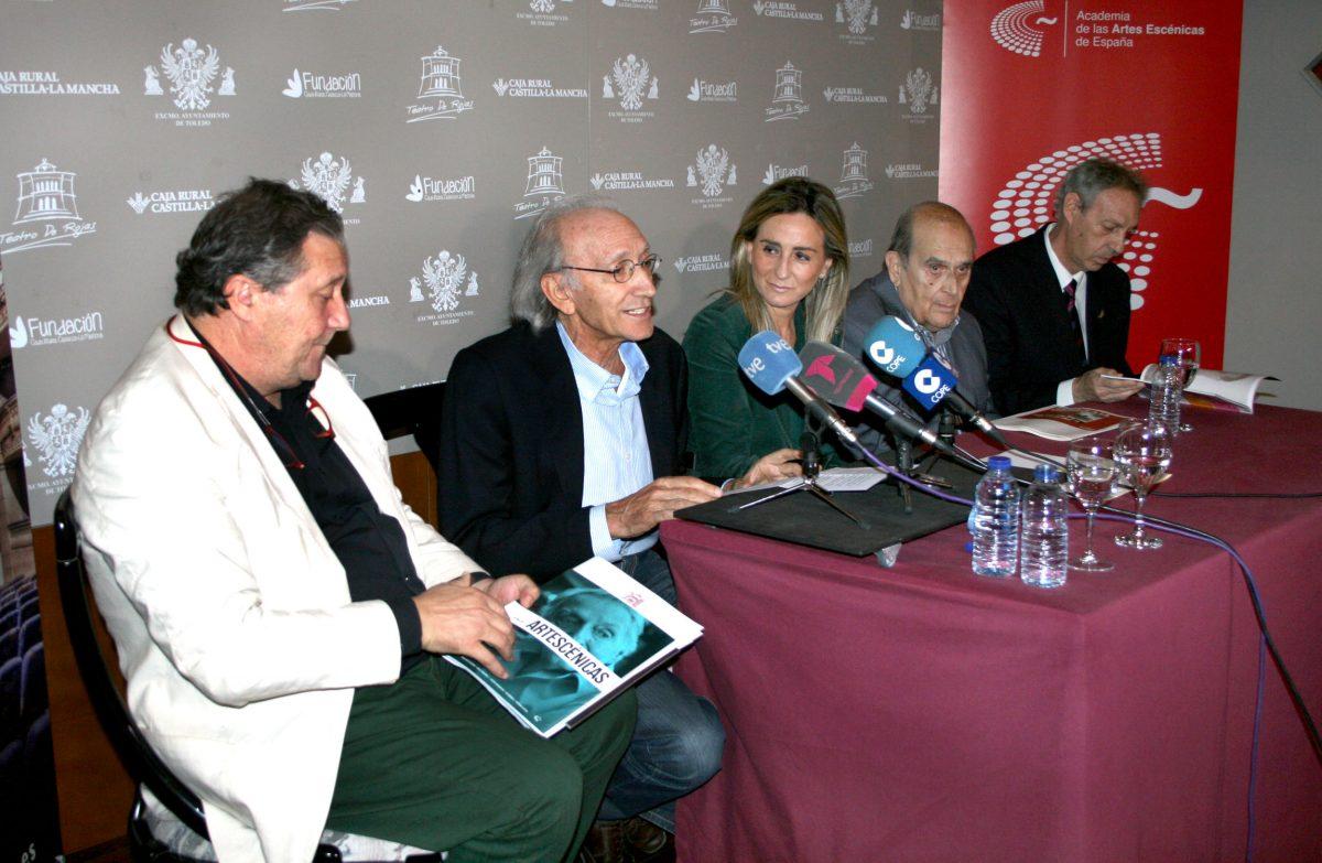 Tolón reconoce la labor de los profesionales de las Artes Escénicas en la presentación de la Academia Española en Toledo