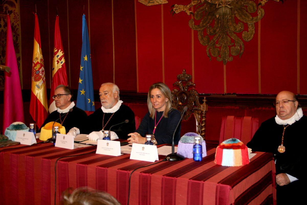 La alcaldesa preside el acto de apertura del curso 2015-2016 de la Cofradía Internacional de Investigadores