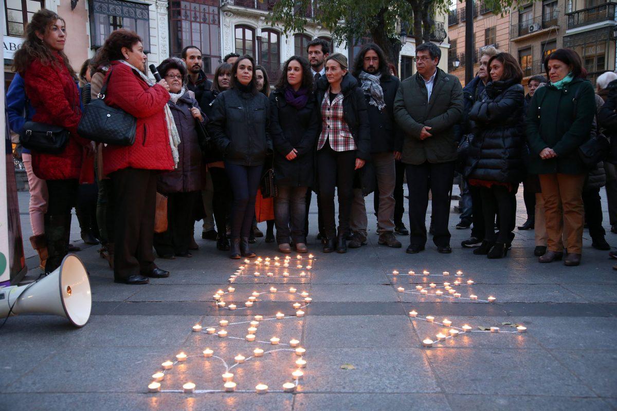 La alcaldesa se suma a la concentración contra la violencia hacia las mujeres que se ha celebrado en la plaza de Zocodover