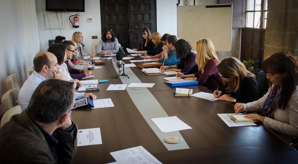 El Ayuntamiento prepara un estudio para conocer las necesidades de los jóvenes y diseñar estrategias dirigidas a este colectivo
