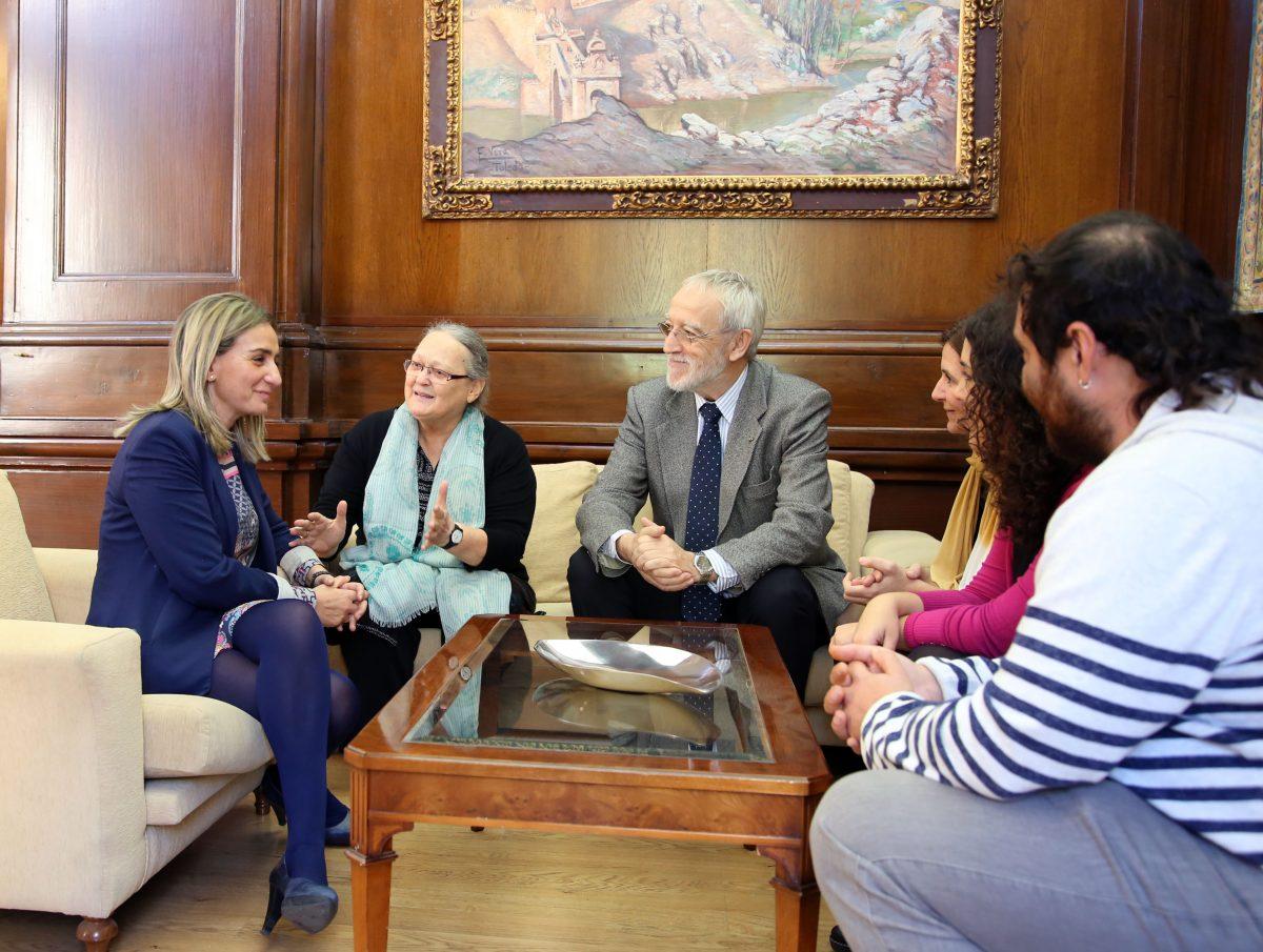 La Fundación Vicente Ferrer traslada a Tolón la labor que sus cooperantes realizan en una de las zonas más pobres del planeta
