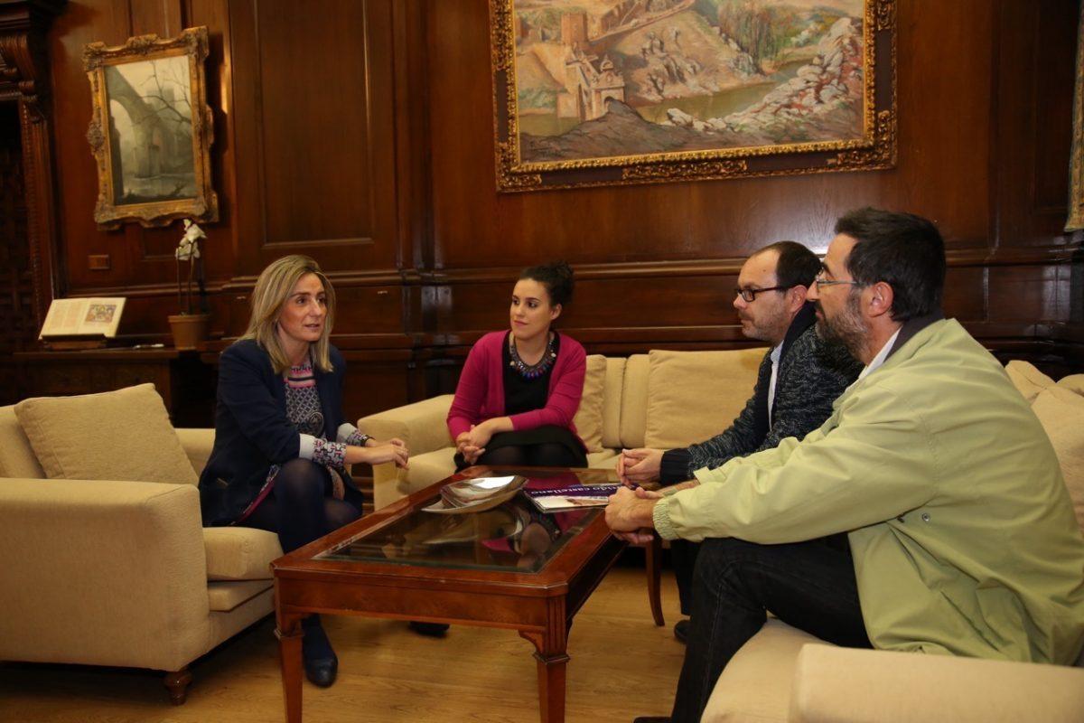 La alcaldesa de Toledo se reúne con responsables del Partido Castellano (PCAS) para tratar asuntos de interés para la ciudad