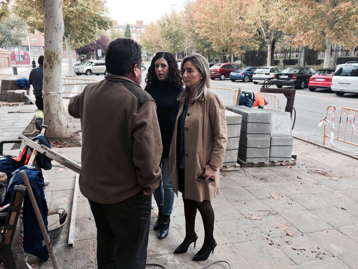 El Ayuntamiento responde a las demandas de los vecinos de Palomarejos y renueva el acerado deteriorado de la calle Cuenca