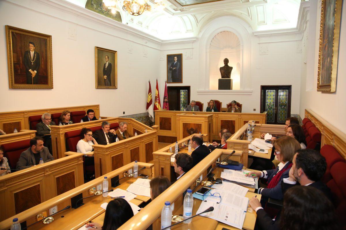 El Pleno del Ayuntamiento expresa su rechazo a la violencia machista y aprueba el Reglamento del Pacto por el Tajo