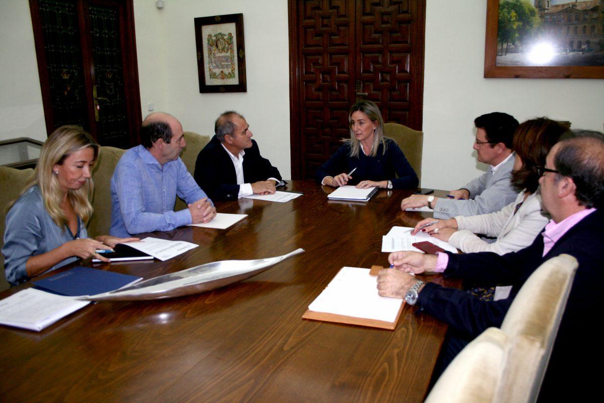 Milagros Tolón se compromete con los empresarios del Polígono a estudiar las mejoras en el entorno urbano de la zona industrial