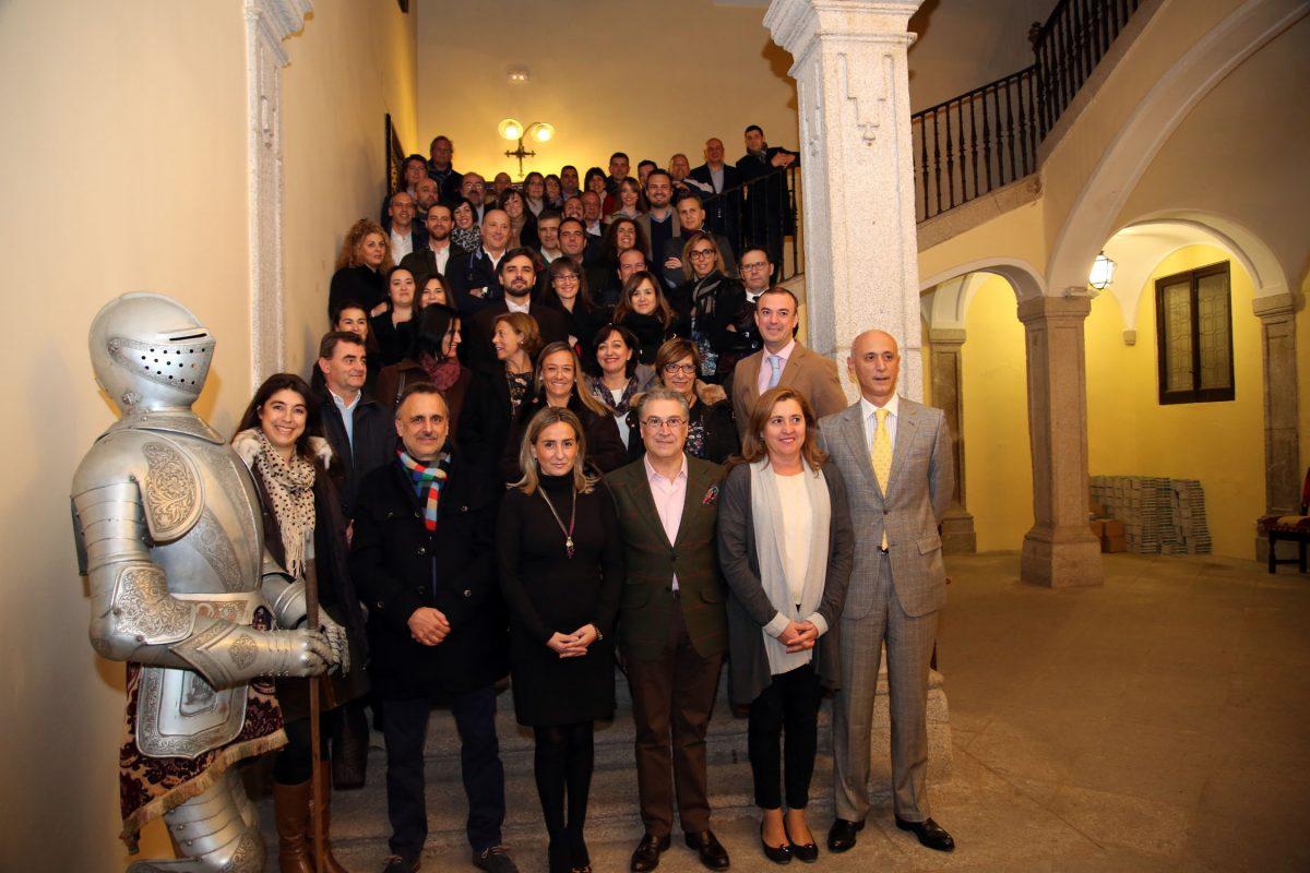 Participantes en una convención de El Corte Inglés conocen en el Ayuntamiento el potencial de la Capital Gastronómica