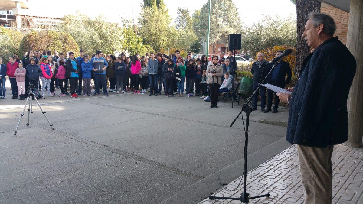 http://www.toledo.es/wp-content/uploads/2015/12/20151204_111753-1200x675.jpg. El vicealcalde anima a los estudiantes a conocer la Constitución y comprometerse en la defensa de sus valores