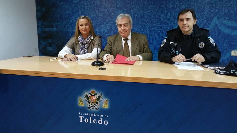 http://www.toledo.es/wp-content/uploads/2015/12/561425_10153367297307183_4743917319479504839_n.jpg. El Ayuntamiento invita a los toledanos a recibir el nuevo año y la Capitalidad Gastronómica desde la plaza de Zocodover