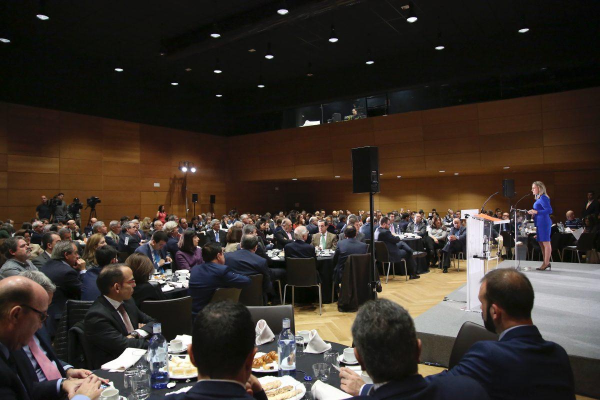 """http://www.toledo.es/wp-content/uploads/2015/12/756a0229-1200x800.jpg. La alcaldesa destaca la """"pasión y unión"""" de un Gobierno Municipal que """"traza con hechos"""" las prioridades de Toledo"""