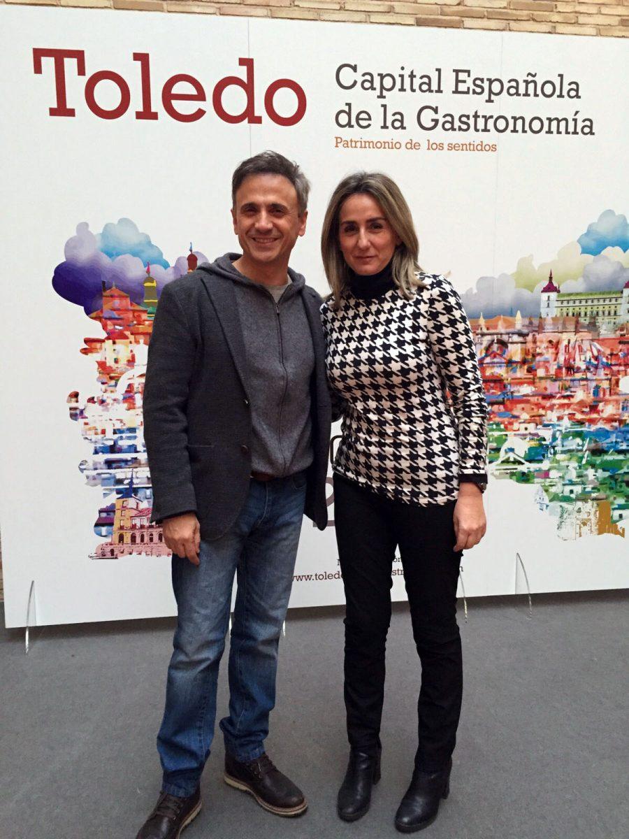 http://www.toledo.es/wp-content/uploads/2015/12/alcaldesa_jose_mota-900x1200.jpg. Tolón agradece el rodaje en Toledo del especial de Fin de Año a José Mota, que muestra su apoyo a la Capitalidad Gastronómica