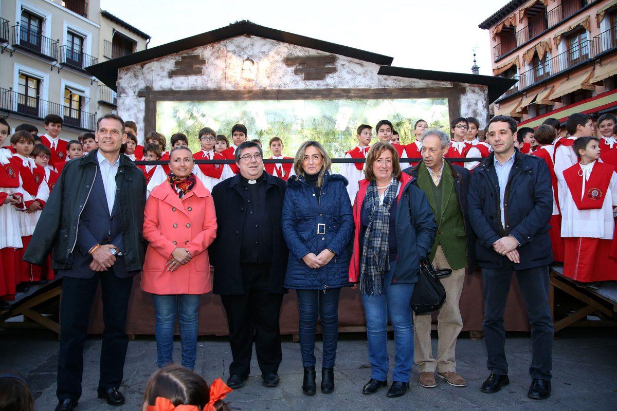 """http://www.toledo.es/wp-content/uploads/2015/12/belen_zoco00-1200x800.jpg. Milagros Tolón inaugura el belén de Zocodover y anima a los ciudadanos """"a disfrutar también de la Navidad en la calle"""""""