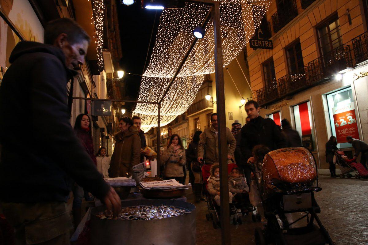 http://www.toledo.es/wp-content/uploads/2015/12/gente_toledo01-1200x800.jpg. Toledo registra un lleno en sus calles durante el puente y una ocupación hotelera cercana al 90 por ciento