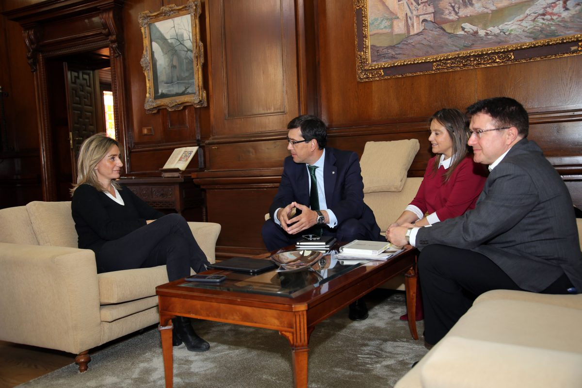 http://www.toledo.es/wp-content/uploads/2015/12/globalcaja-1200x800.jpg. La alcaldesa de Toledo y Globalcaja apuestan por el desarrollo económico y el empleo