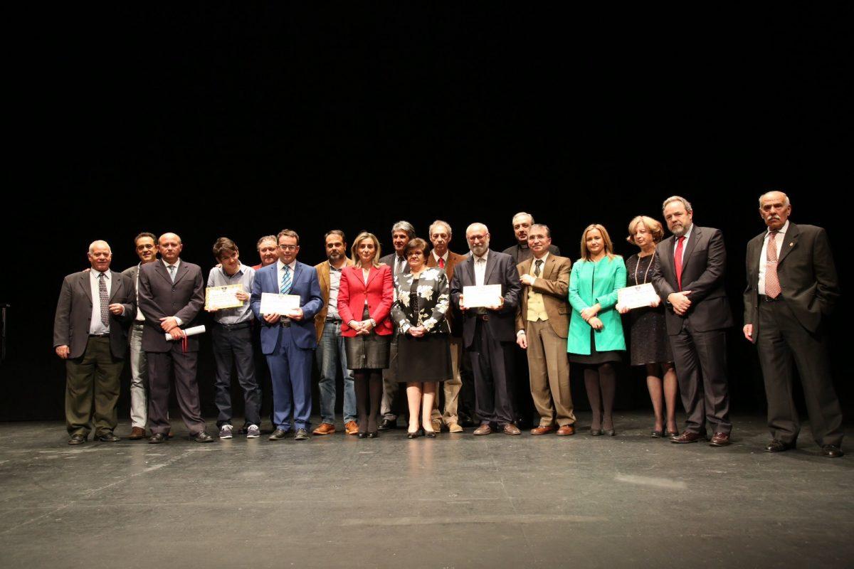 """http://www.toledo.es/wp-content/uploads/2015/12/img-20151202-wa0041-1200x800.jpg. La alcaldesa agradece el """"compromiso con Toledo y con el bienestar colectivo"""" de los galardonados en los Recaredo Rey"""