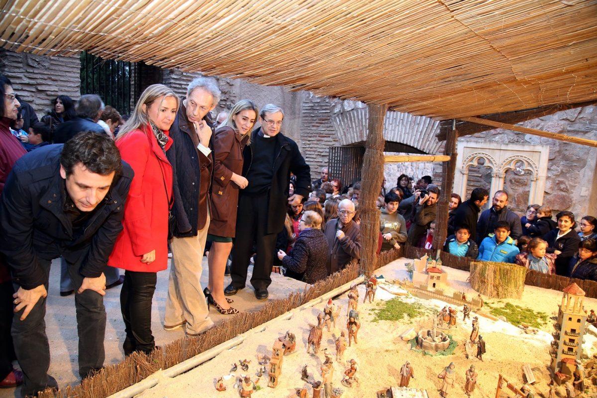 http://www.toledo.es/wp-content/uploads/2015/12/img-20151216-wa0014-1200x800.jpg. Tolón inaugura el Belén de la Puerta de Bisagra en homenaje a la red de Ciudades Patrimonio de la Humanidad de España