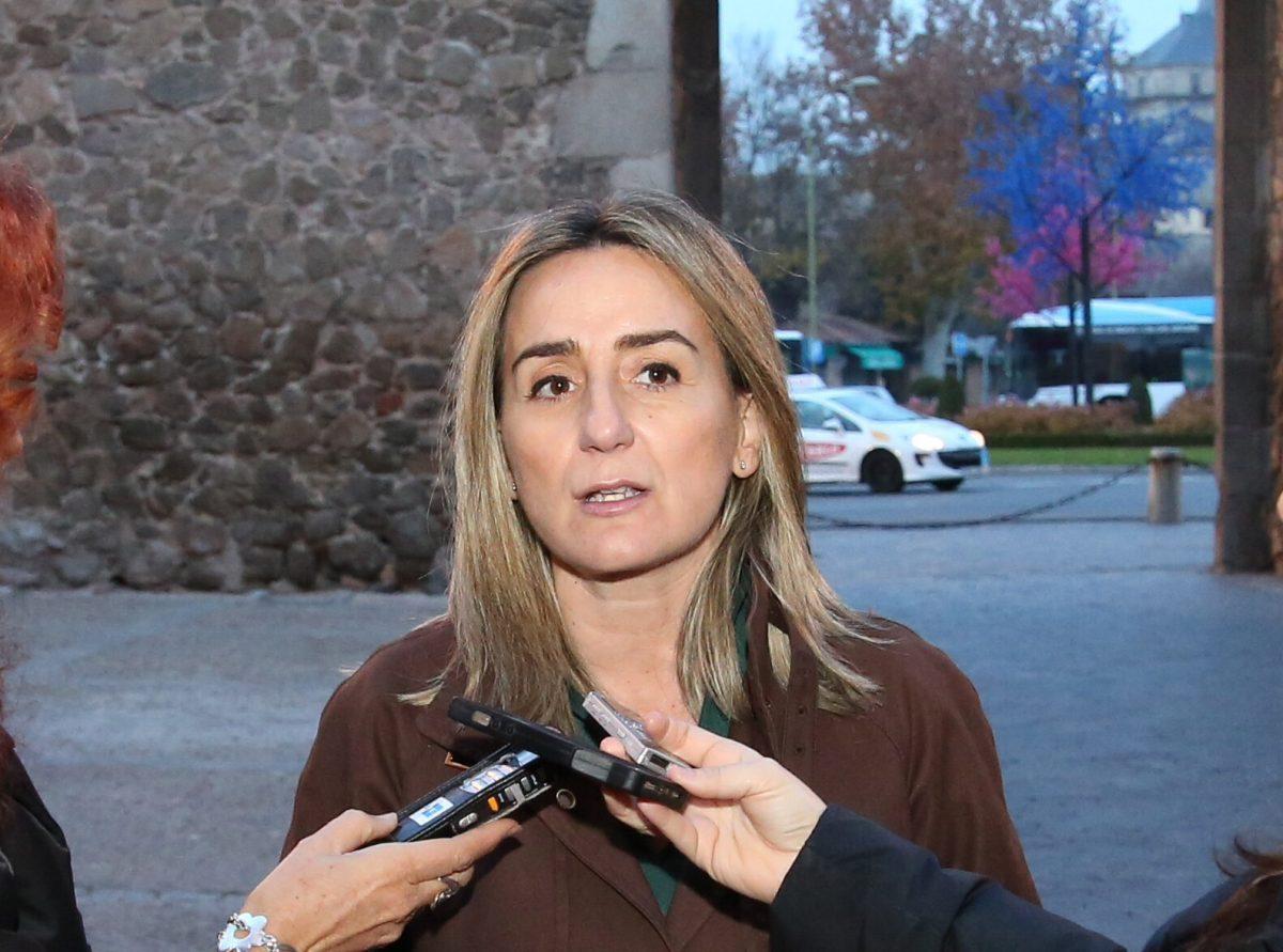 http://www.toledo.es/wp-content/uploads/2015/12/img-20151216-wa0026-1200x891.jpg. La alcaldesa anuncia un acuerdo con los bomberos municipales y la desconvocatoria de las movilizaciones previstas