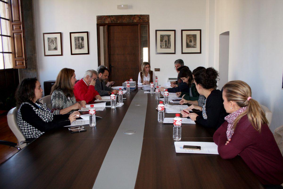 http://www.toledo.es/wp-content/uploads/2015/12/jgl_2015-12-22-1200x800.jpg. Convenio de colaboración con la AAVV de Valparaíso para la gestión de huertos urbanos