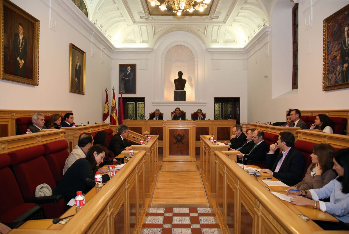 http://www.toledo.es/wp-content/uploads/2015/12/pleno02-1200x805.jpg. El Pleno municipal aprueba con un apoyo mayoritario los Presupuestos, en su fase inicial, y las Ordenanzas Fiscales