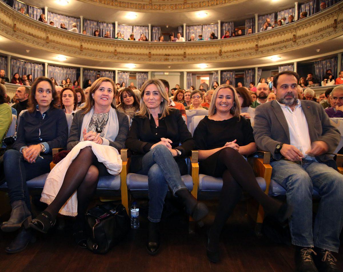 http://www.toledo.es/wp-content/uploads/2015/12/pregon00-1200x950.jpg. Los alumnos de la Escuela de Municipal de Música abren oficialmente las fiestas con el pregón de Navidad en el Rojas