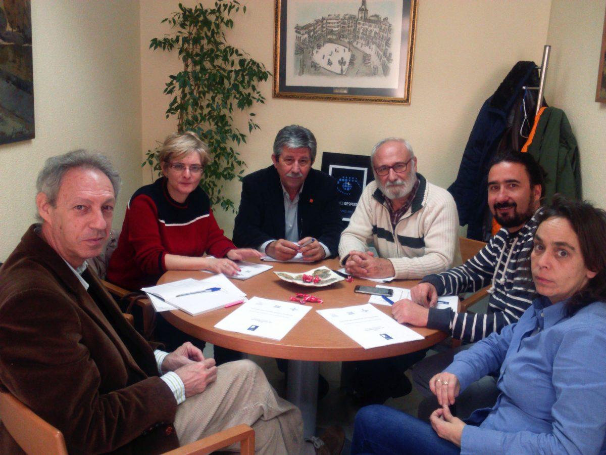 """http://www.toledo.es/wp-content/uploads/2015/12/reunion_biblioteca-1200x900.jpg. El Ayuntamiento se suma al proyecto de la Biblioteca de Castilla-La Mancha """"Leyendas que conectan jóvenes y territorios"""""""
