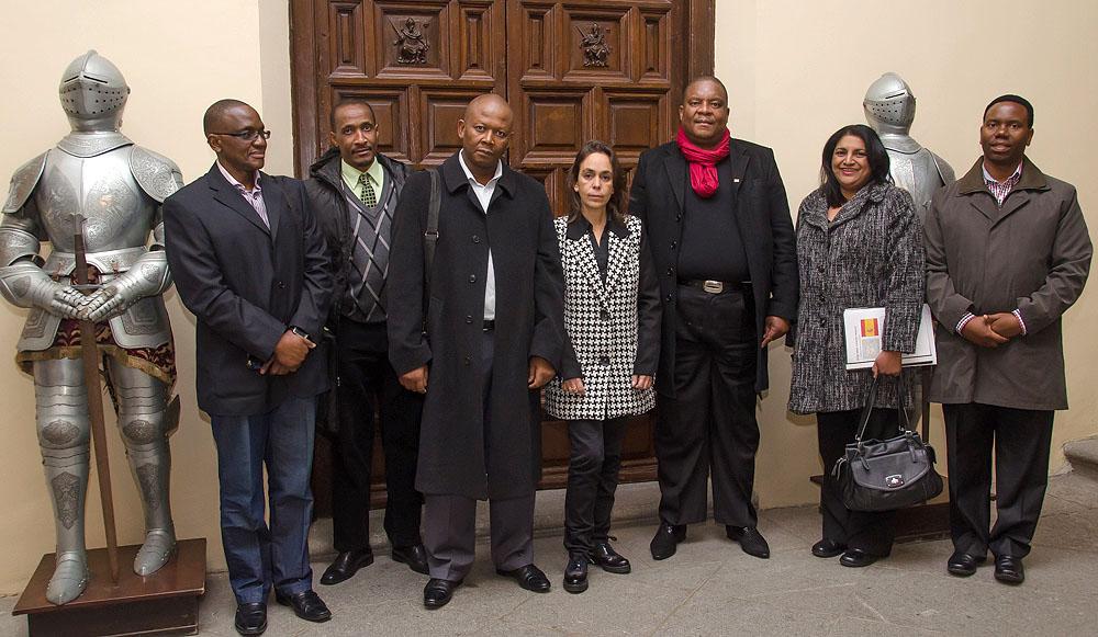 http://www.toledo.es/wp-content/uploads/2015/12/visita_ayto_sudafrica00.jpg. Representantes del Ayuntamiento de Johannesburgo se interesan por el funcionamiento del Consistorio toledano