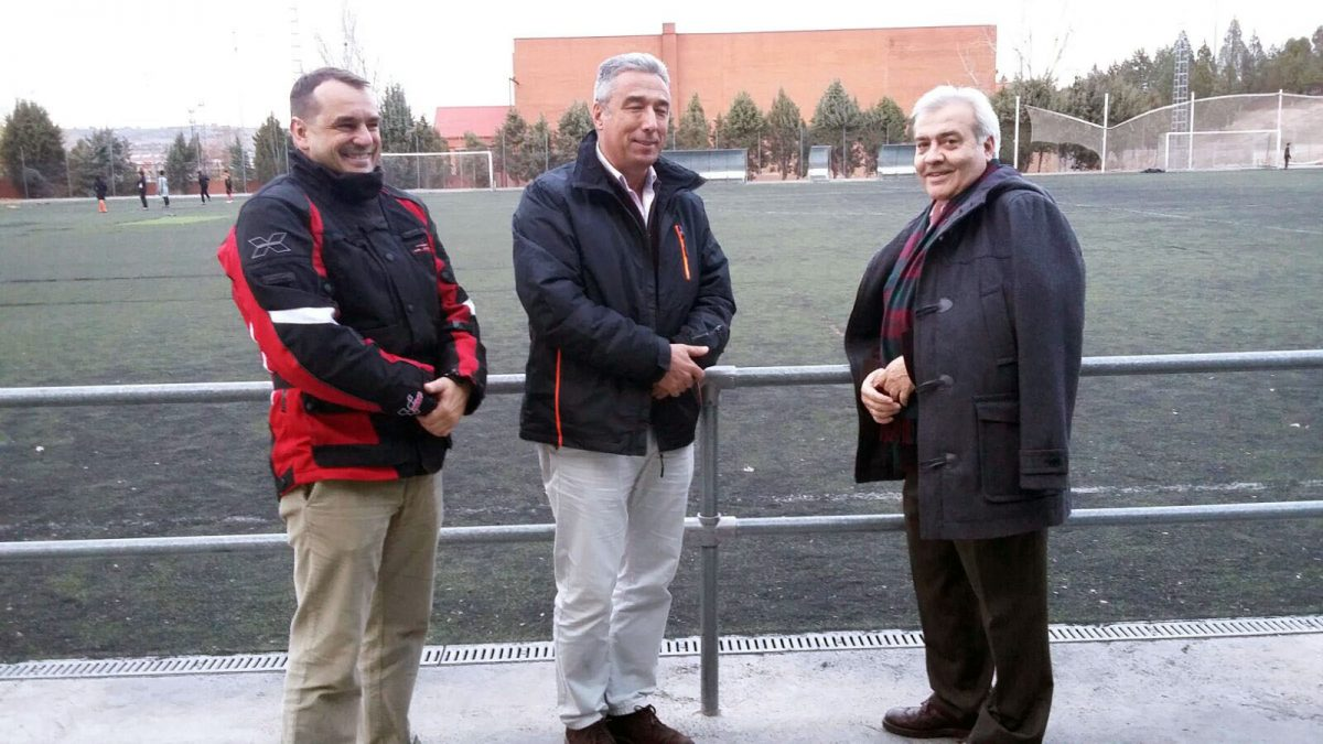 http://www.toledo.es/wp-content/uploads/2015/12/visita_stabarbara-1200x675.jpg. El Consistorio renovará el césped del Arroyo y atenderá las deficiencias de las instalaciones deportivas de Santa Bárbara