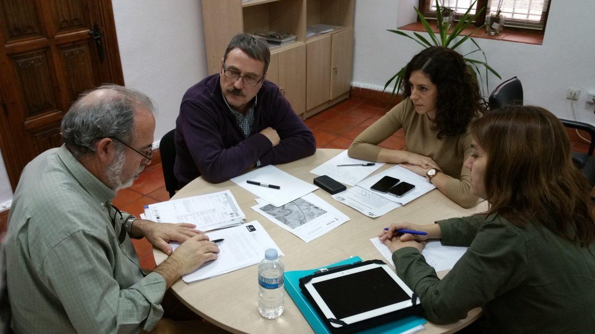 La edil de Medio Ambiente se reúne con la Asociación de Vecinos El Tajo para abordar asuntos que afectan al barrio del Polígono