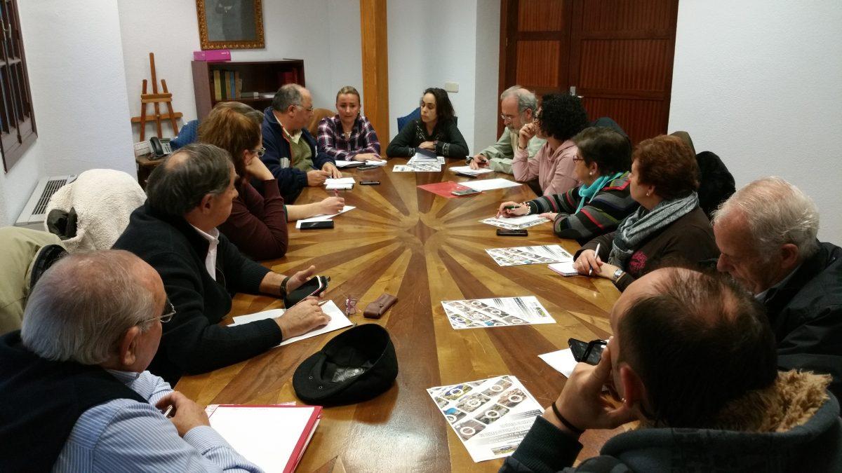 El Ayuntamiento acoge una Comisión Informativa con asociaciones vecinales para establecer un calendario de festejos