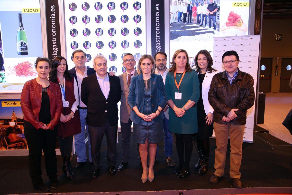 http://www.toledo.es/wp-content/uploads/2016/01/756a0099-1200x800.jpg. Carcamusas y vino DO La Mancha en el stand de la Capitalidad Española de la Gastronomía con motivo del Día de Toledo