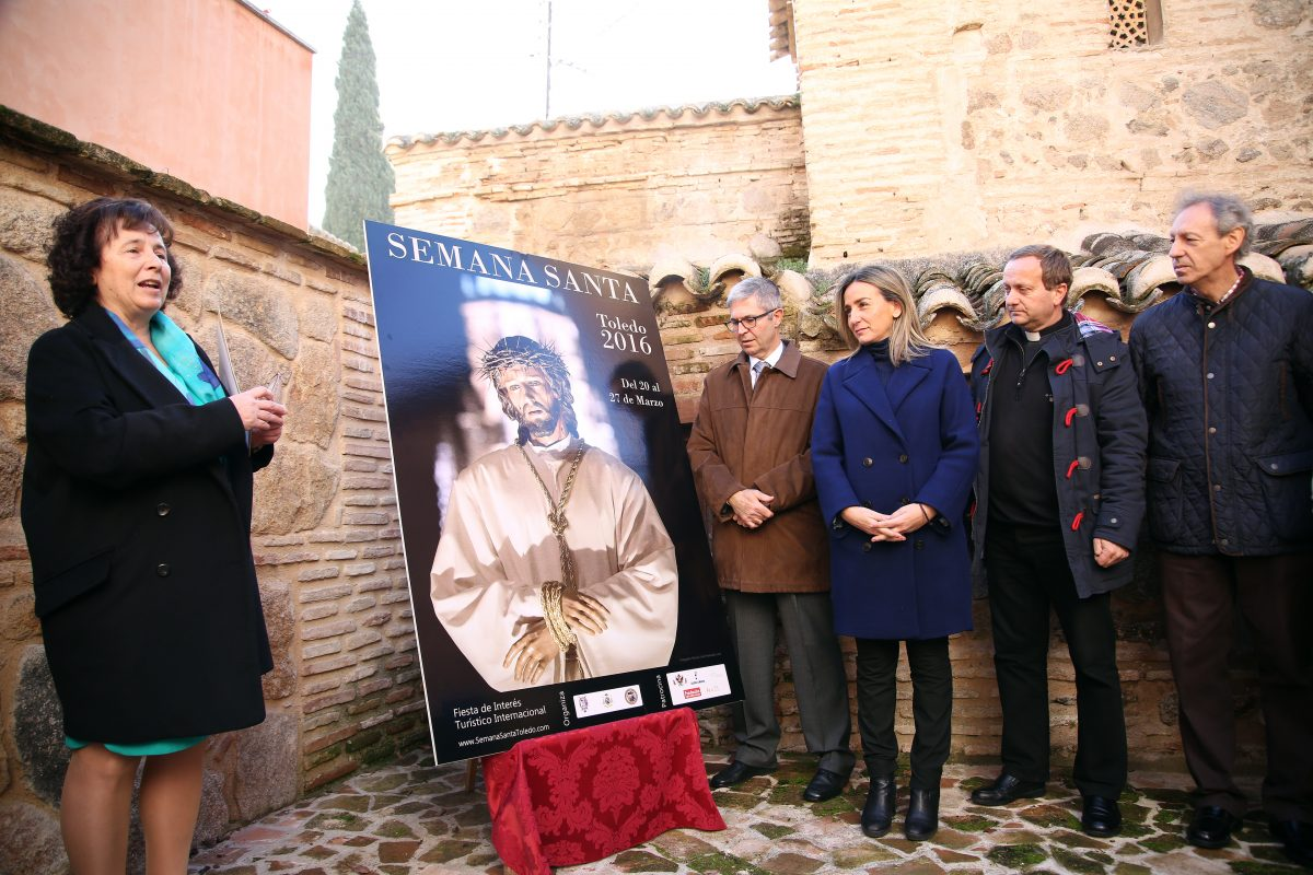 La alcaldesa anuncia que el Ayuntamiento incorporará la Semana Santa a la oferta turística de Toledo en FITUR