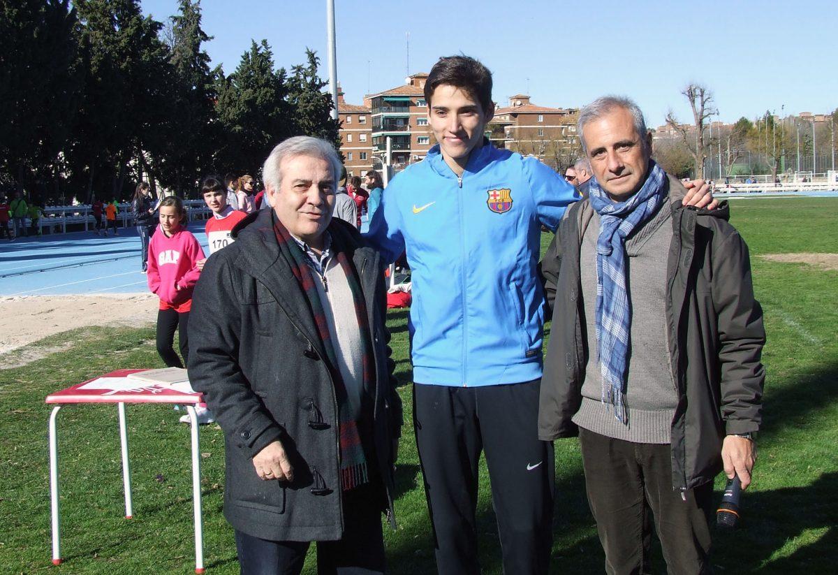 Lucas Búa logra en la pista municipal de la Escuela de Gimnasia el récord de España de 500 metros lisos, vigente desde 1990