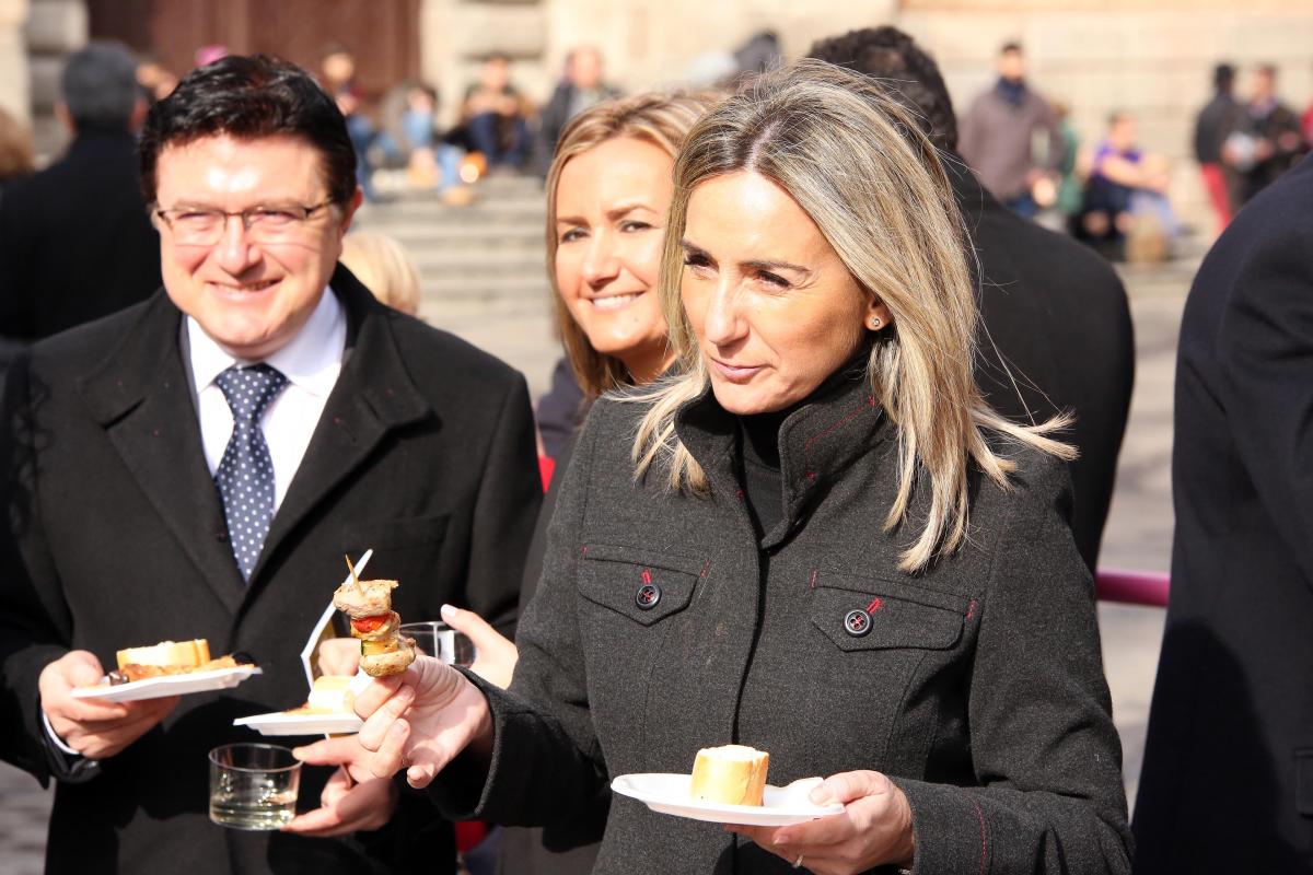 """Tolón quiere que los toledanos disfruten y se conciencien en este año del """"enorme potencial gastronómico"""" de la ciudad"""