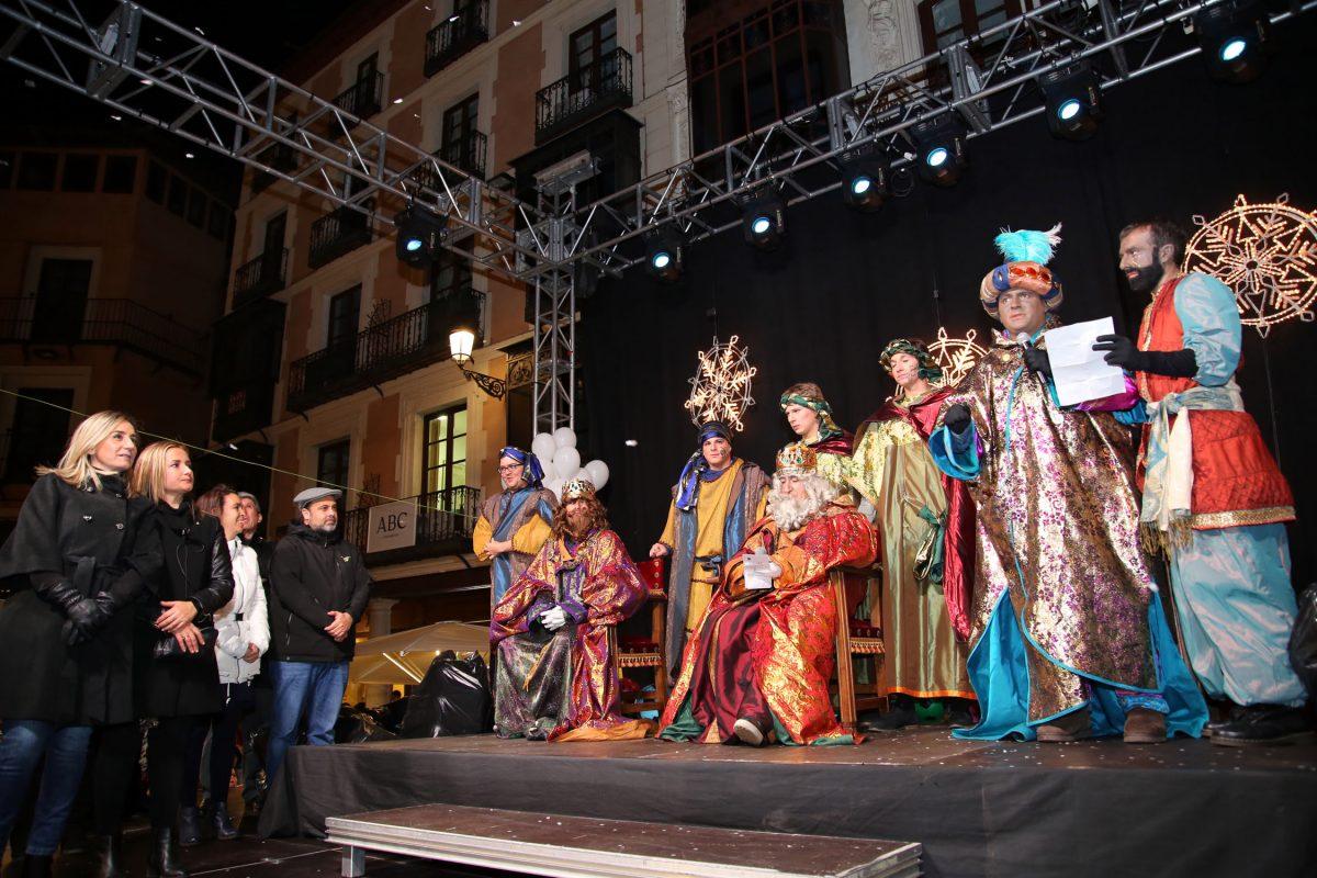 Amplia participación en una Cabalgata de Reyes Magos con mucha animación, más música y sorpresas en el desfile