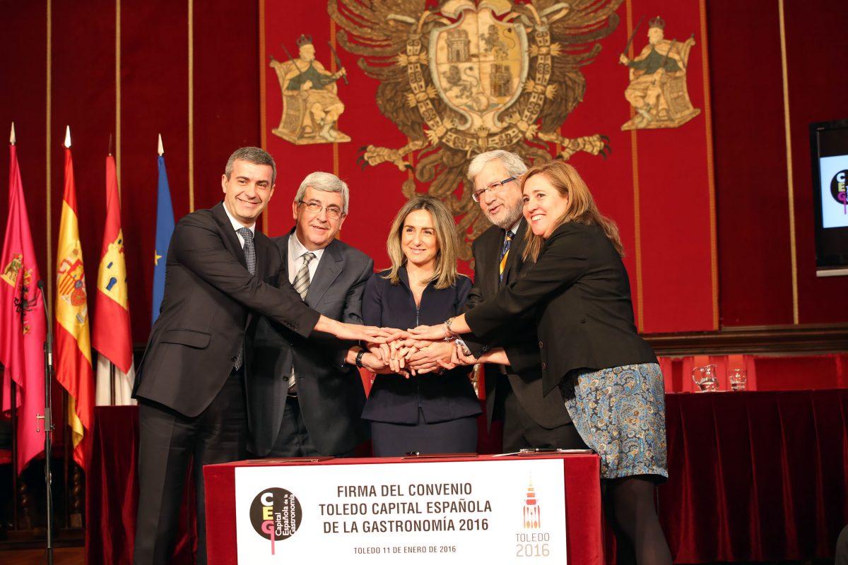"""http://www.toledo.es/wp-content/uploads/2016/01/firma_convenio_capitalidad02-1200x800.jpg. Toledo estará en la feria Madrid Fusión y el centro cultural de San Marcos será la """"Catedral"""" del Año de la Gastronomía"""