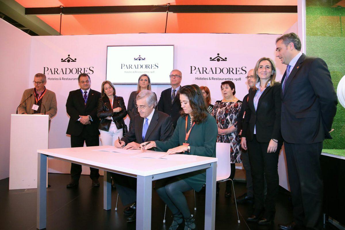 Milagros Tolón respalda en FITUR el acuerdo de Paradores y Ciudades Patrimonio para la promoción del turismo cultural