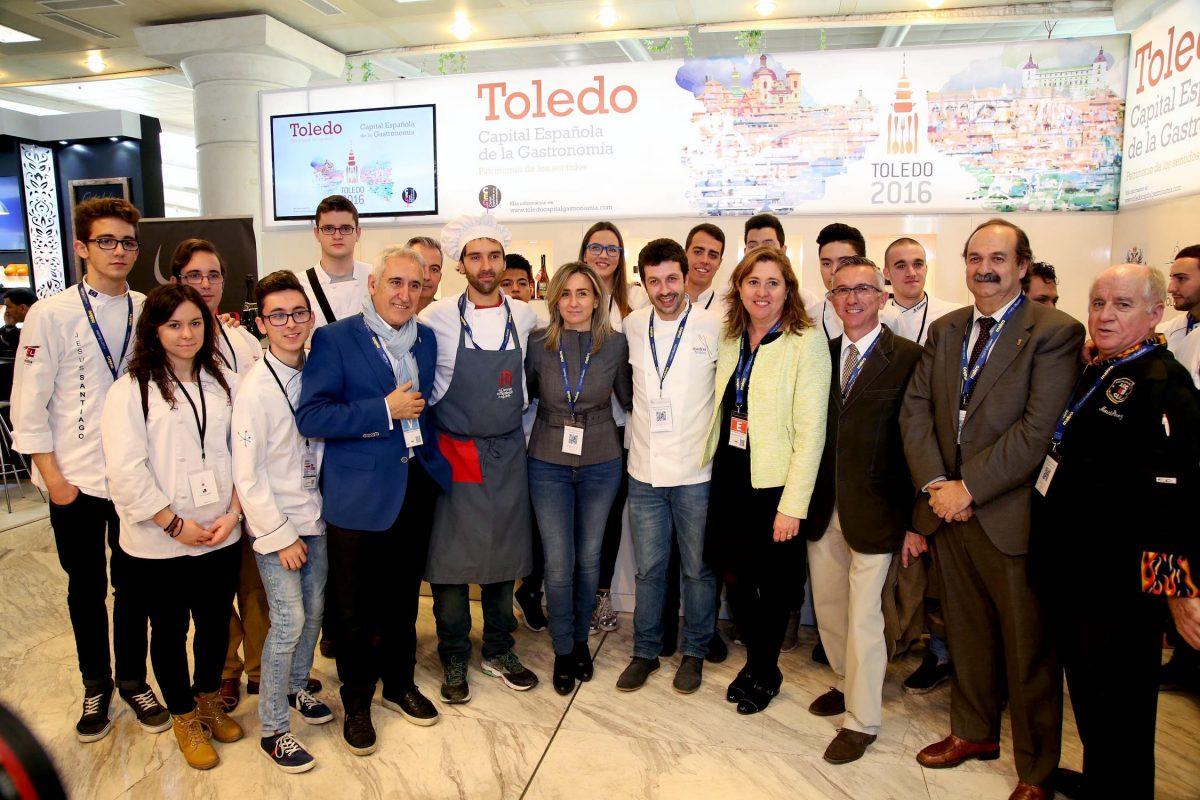 http://www.toledo.es/wp-content/uploads/2016/01/madridfusion00-1200x800.jpg. Apoyo de la alcaldesa a los cocineros toledanos que exhiben en Madrid Fusión 2016 el potencial culinario de la ciudad