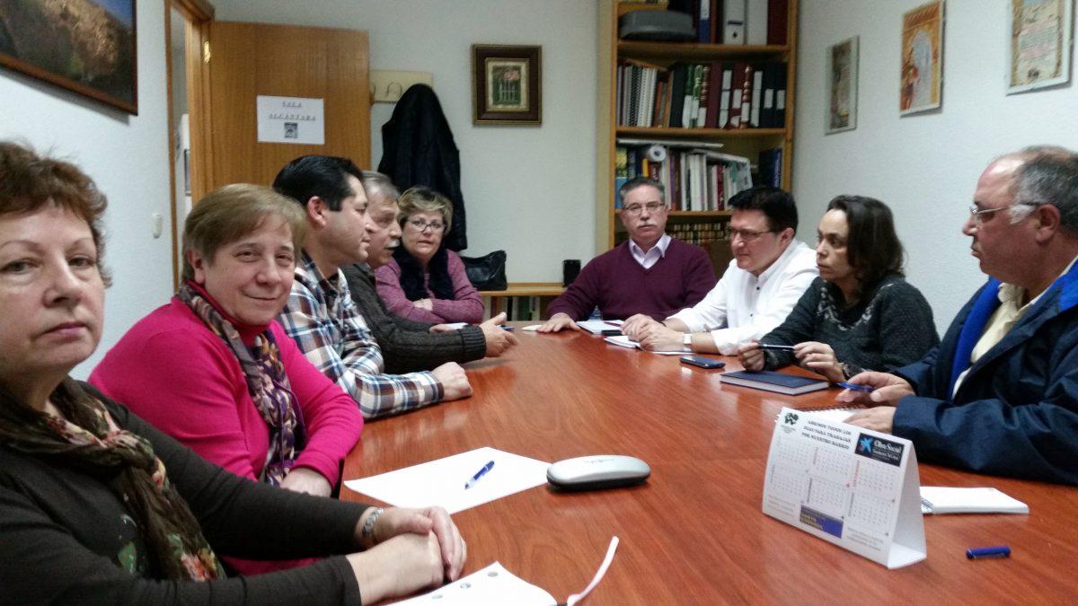"""http://www.toledo.es/wp-content/uploads/2016/01/reunion_alcantara-1200x675.jpg. El Gobierno local repasa con la asociación de vecinos """"Alcántara"""" las necesidades del barrio de Santa Bárbara"""