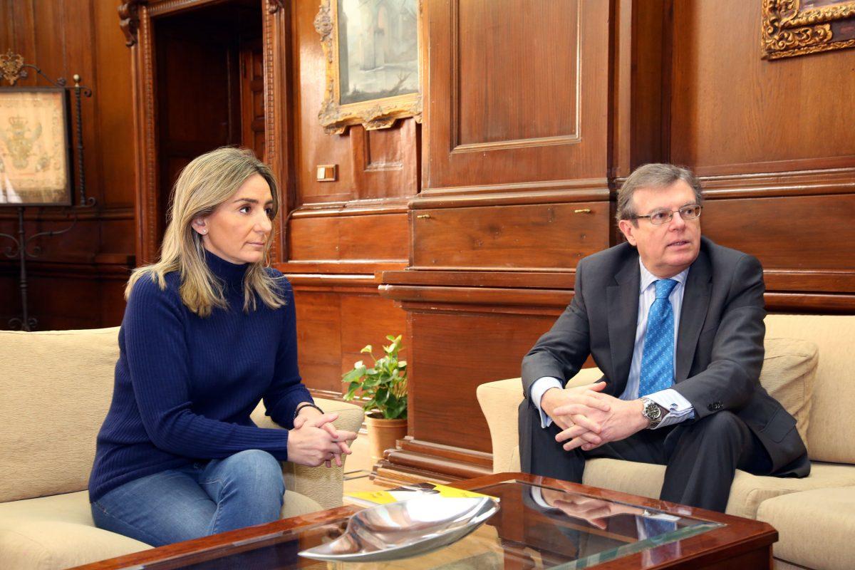 La alcaldesa conoce las propuestas para Toledo de Miguel Ángel Collado como candidato a rector de la UCLM