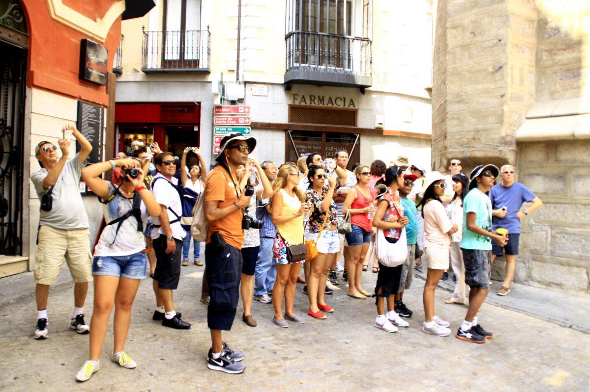 http://www.toledo.es/wp-content/uploads/2016/01/turistas-de-toledo-1200x799.jpg. Las pernoctaciones de turistas extranjeros alcanzan el máximo histórico en Toledo durante  2015 con una subida del 3 por ciento