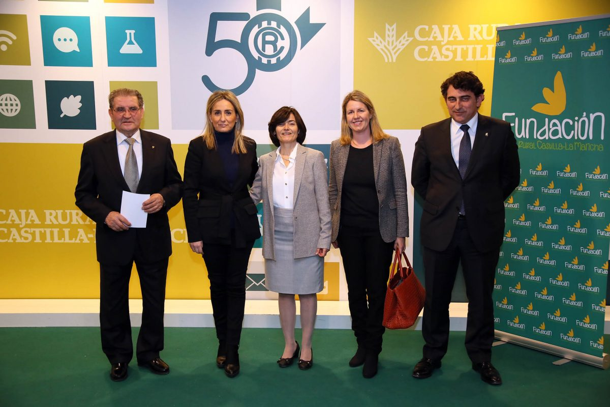 La alcaldesa acompaña a los alumnos del Bachillerato Internacional del Carlos III que han celebrado su graduación