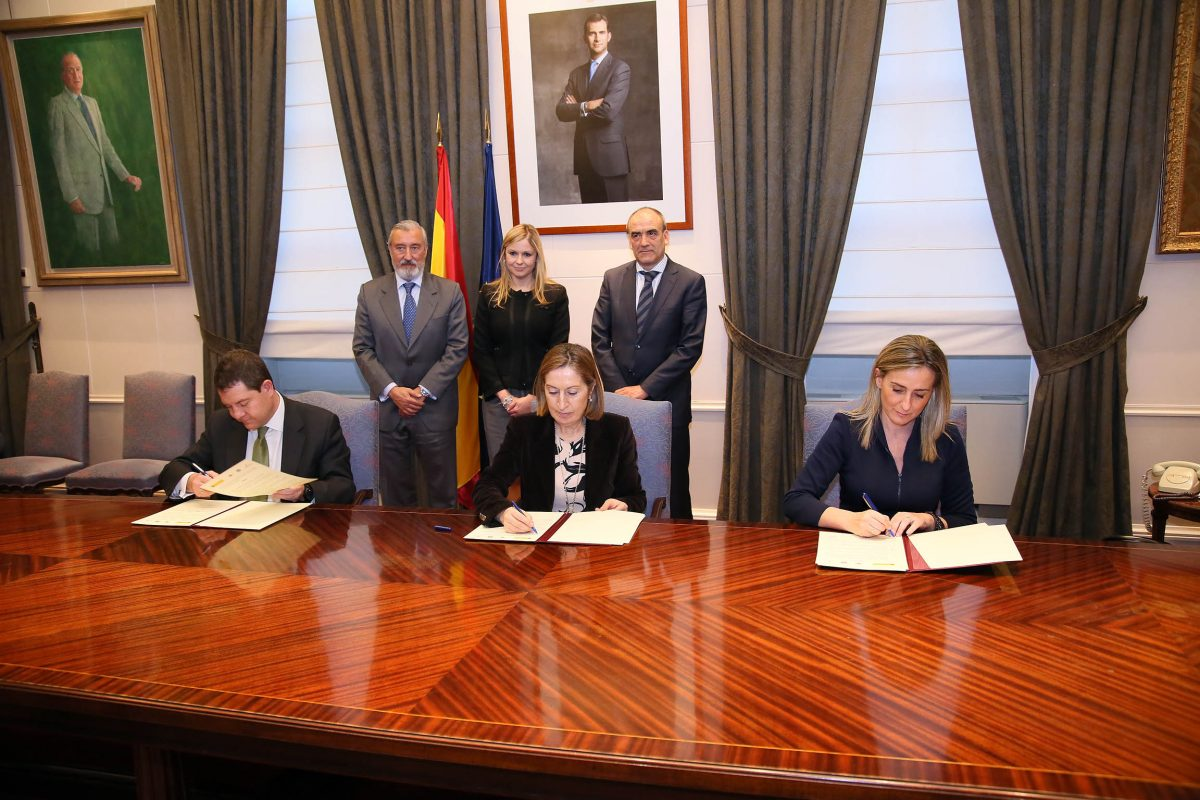 La alcaldesa de Toledo firma un convenio con Fomento y la Junta para invertir 3,2 millones de euros en la revitalización del Casco