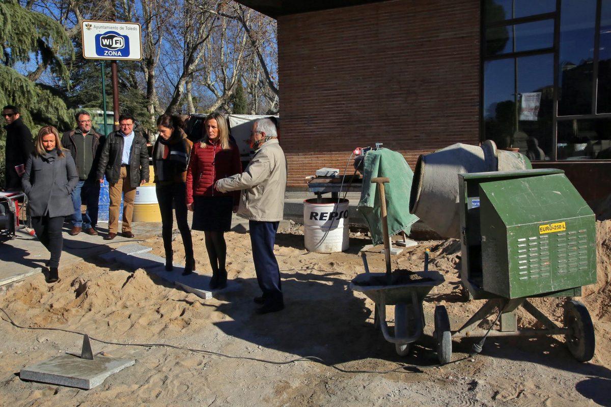 http://www.toledo.es/wp-content/uploads/2016/03/03_obra-vega-1200x800.jpg. Tolón pone en valor el trabajo de accesibilidad y adecentamiento que realiza el Consistorio en el entorno de la Puerta de Bisagra